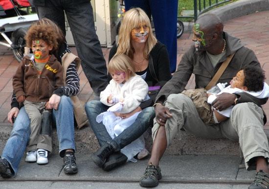 сил фото с женой и детьми родители были